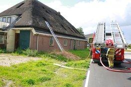 Beginnende brand in rieten dak in Obdam