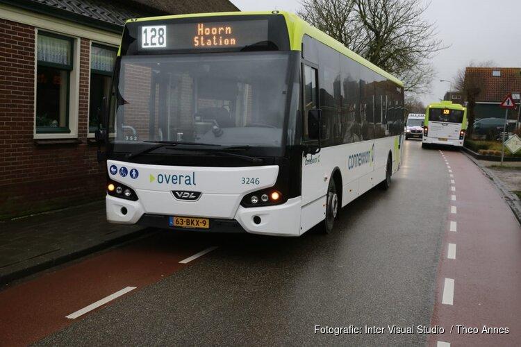 Ernstige aanrijding tussen Connexxion-bus en fietser in Berkhout