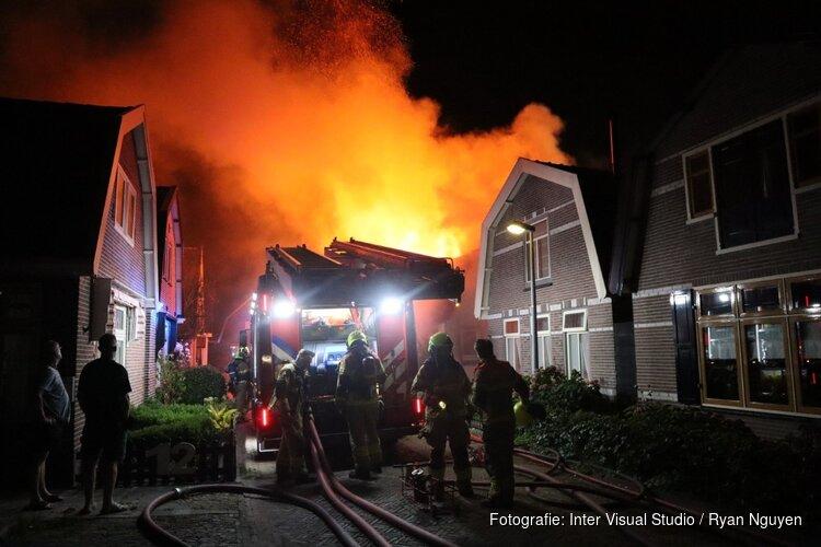 Brandweer uren bezig met grote brand in woning Obdam