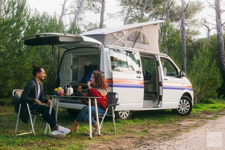 De binnenlandse vraag naar campervakanties groeit in juni en juli 900% in vergelijking met vorig jaar