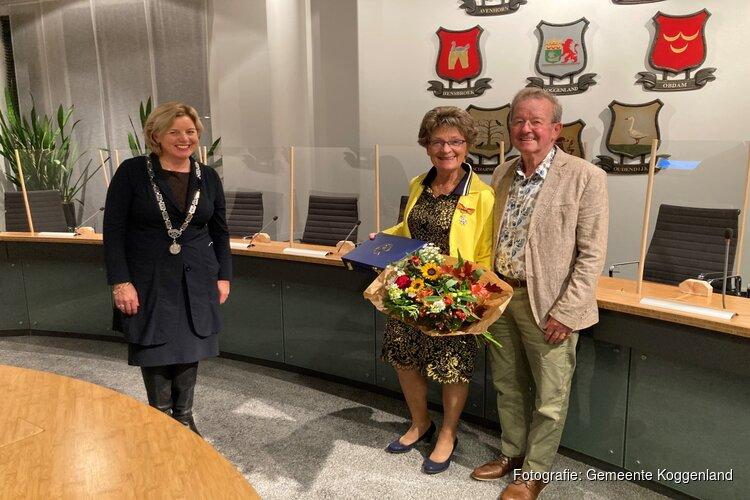 Koninklijke onderscheiding voor vertrekkende raadslid Koggenland Corrie van Leijen-Spaansen