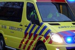 Brommobiel te water in Berkhout, bestuurder naar ziekenhuis